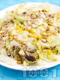 Салата айсберг с царевица и кедрови ядки - снимка на рецептата